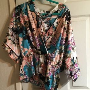 NWT guess kimono top beautiful colors flattering